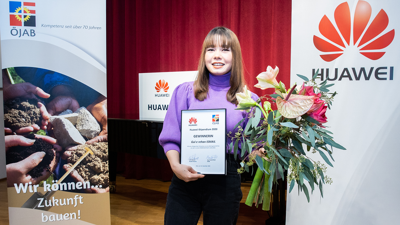 Huawei-Stipendium-Scholarship-2020-winner-oejab-gewinnerin-blumen-auszeichnung1
